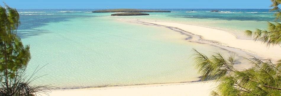 La baie de Sakalava à Madagascar et son banc de sable très apprécié des kitesurfeurs.