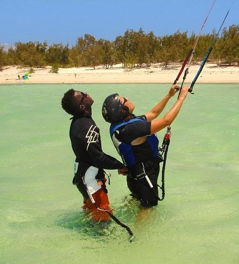 Lesson de kitesurf en cours privé à la baie de Sakalava.